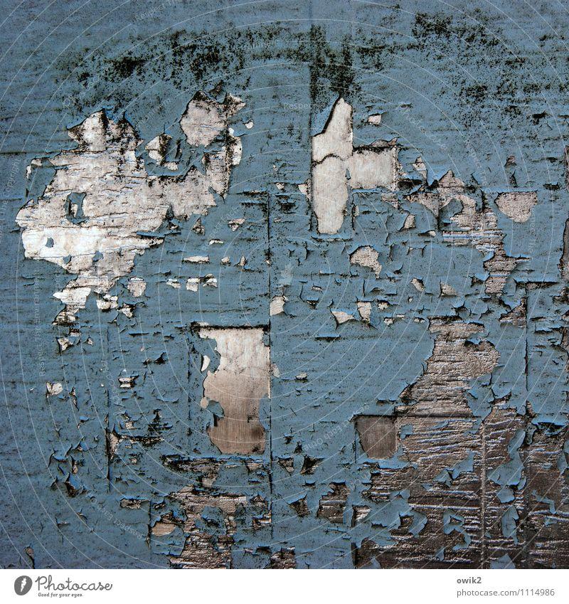 Chiffre Metall alt Verfall Vergänglichkeit Zerstörung glänzend Farbe blau-grau Riss Zahn der Zeit bizarr Hintergrundbild Farbfoto Gedeckte Farben Nahaufnahme