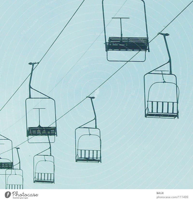 LIFTEN II Seilbahn Himmel blau Sesselbahn leer Menschenleer Blauer Himmel horizontal Besucherzahlen Verlust Einnahme schließen Schließung Insolvenz Bankrott