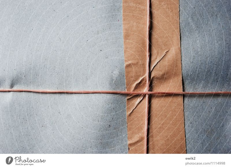 Fracht Paket Seil Schnur Klebeband Karton Packpapier Packung Ware einfach fest Kontrolle Konzentration Problemlösung sparsam verpackt Kreuz Falte Textfreiraum