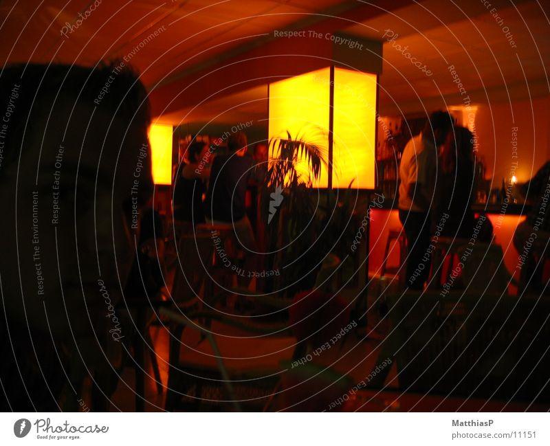 Lounge in Mallorca Club Bar Sitzgelegenheit Tisch Licht Sofa Sitzecke Theke Kellner dienen trinken Café Cocktail Getränk Schwäche Freizeit & Hobby Foyer sitzen