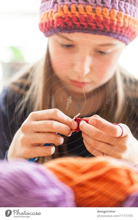 Verwirklichung Freizeit & Hobby Basteln Handarbeit stricken häkeln Mensch Kind Mädchen 8-13 Jahre Kindheit Mode Bekleidung Mütze langhaarig natürlich weich