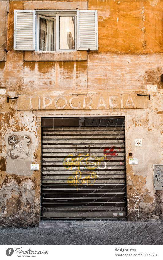 temporär alt Haus Fenster gelb Wand Mauer Zeit Fassade dreckig Tür geschlossen Italien Vergänglichkeit kaputt Vergangenheit Umzug (Wohnungswechsel)