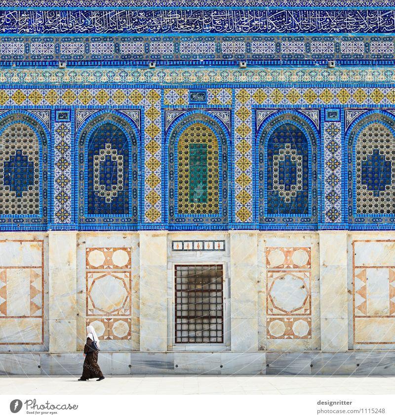 Fremde Mensch Frau Erwachsene Jerusalem Israel Asien Stadt Stadtzentrum Altstadt bevölkert Bauwerk Architektur Moschee Mauer Wand Fassade Kopftuch Schleier alt