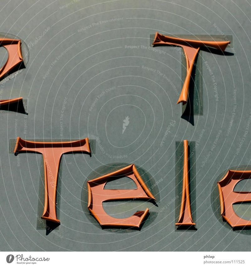 ...anruf genügt Telefon Ferne Buchstaben Wand abgehoben losgelöst Vergänglichkeit Dienstleistungsgewerbe tel tele Werbung klebefolie aufgeklebt alt