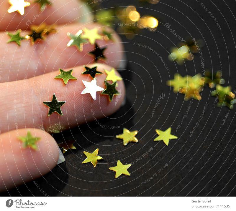 Weihnachtsbastelei III Reichtum Basteln Winter Feste & Feiern Hand Finger Dekoration & Verzierung glänzend gold Stimmung Vorfreude Stern (Symbol) besinnlich