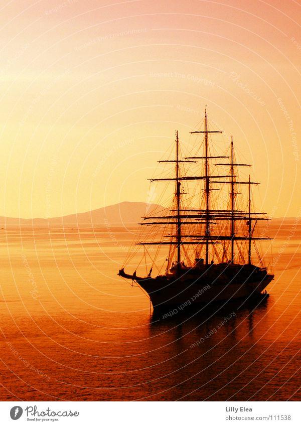 bateau dans le rouge Wasserfahrzeug Meer Sonnenuntergang rot Pirat gelb Abenteuer Griechenland Farbe orange Strommast Abend Beleuchtung Abenddämmerung Schatten