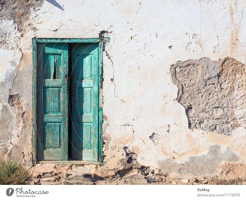 Hereinspaziert... Haus Kanaren Europa Menschenleer Gebäude Architektur Fassade Tür Stein Holz alt einfach historisch grün weiß Akzeptanz Armut geheimnisvoll