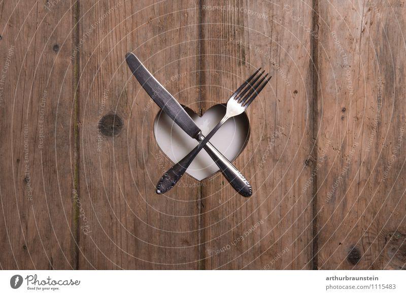 Mahlzeit...aufgedeckt Leben Holz Essen liegen authentisch Ernährung Tisch Herz Messer Besteck Koch Gabel