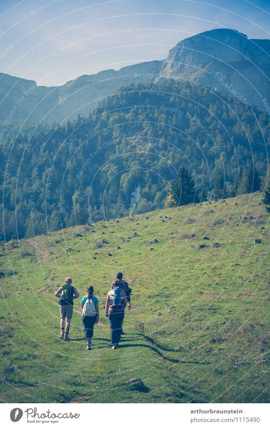 Wanderlust Mensch Himmel Natur Ferien & Urlaub & Reisen Jugendliche blau Sommer Sonne 18-30 Jahre Erwachsene Berge u. Gebirge Bewegung feminin Sport gehen