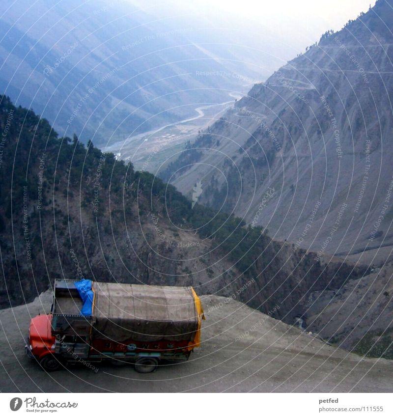 Zojilla Pass Kaschmir III Ferien & Urlaub & Reisen Straße Berge u. Gebirge PKW Erde wandern Abenteuer hoch gefährlich bedrohlich fallen Lastwagen Verkehrswege Sturz Indien tief