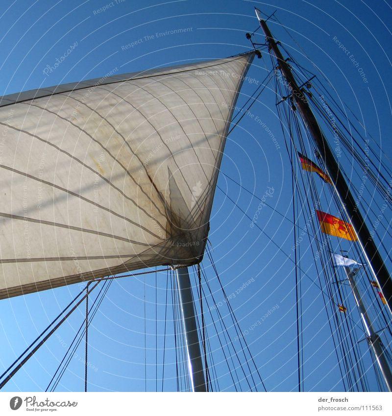 segelwetter Segeln Wasserfahrzeug Meer Fahne Takelage Fernweh Ahoi Freizeit & Hobby Himmel Wassersport blau Seil Strommast bootsmast
