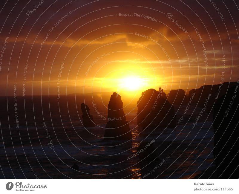 Twelve Apostles Himmel Wasser rot Sonne Meer Wolken schwarz gelb Erde Stern Felsen Australien Sonnenaufgang Nationalpark Victoria Naturphänomene
