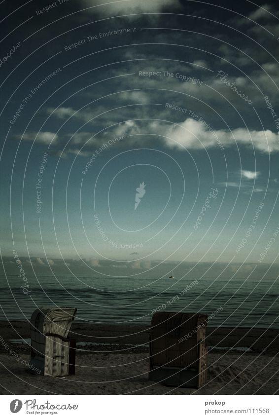 Bei die Fische Ferien & Urlaub & Reisen Strandkorb Wolken Meer Wellen Horizont Gischt Bast Freizeit & Hobby dunkel Erholung bedrohlich Himmel Küste Sommer Sand