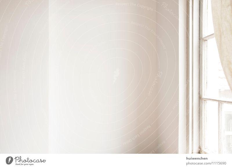 die weiße Wand neben dem Fenster Lifestyle Wohnung Innenarchitektur Raum Beton elegant Gelassenheit einfach beige Gardine Fensterrahmen Zimmerecke Farbfoto