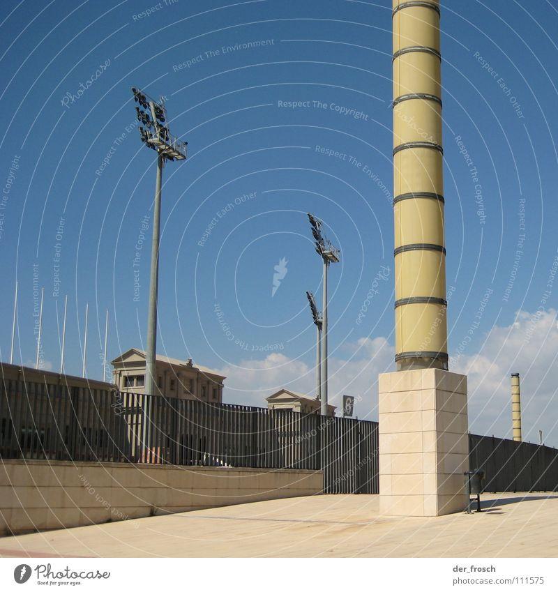 olympia Himmel blau Architektur Säule Barcelona Stadion Olympiade Flutlicht Olympiastadion