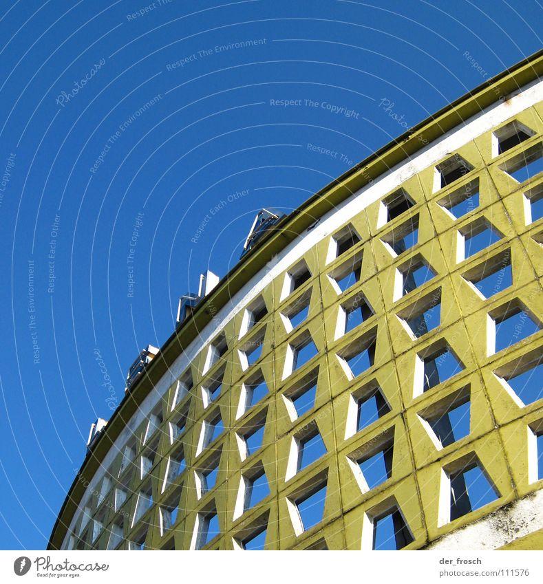 lena Himmel blau Sommer gelb Mauer Gebäude Architektur Schilder & Markierungen Fassade Schriftzeichen verfallen Loch Bogen Wilhelmshaven