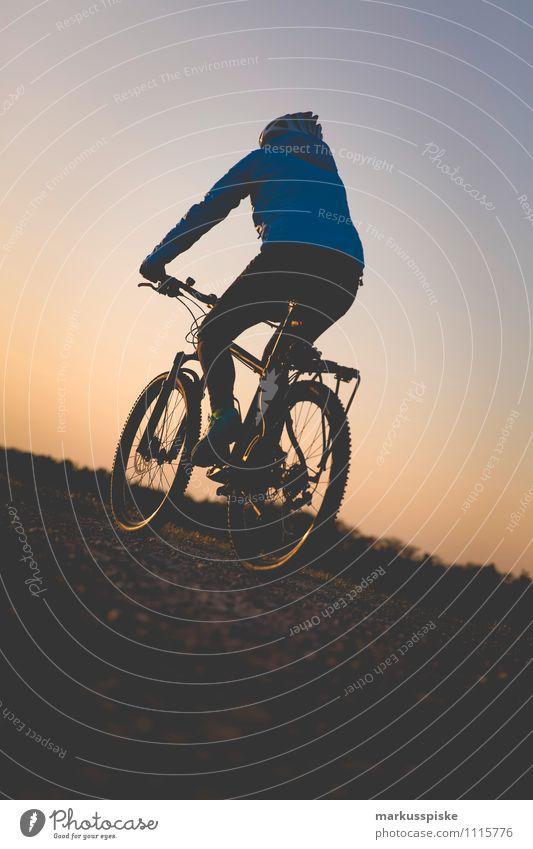 mountainbike Mensch Frau Ferien & Urlaub & Reisen Jugendliche Junge Frau Freude 18-30 Jahre Ferne Erwachsene feminin Glück Gesundheit Freiheit Beine Fuß