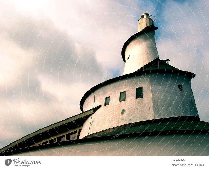 schnecken haus geschwungen Haus Wolken Gebäude Architektur Schornstein schneckenförmig
