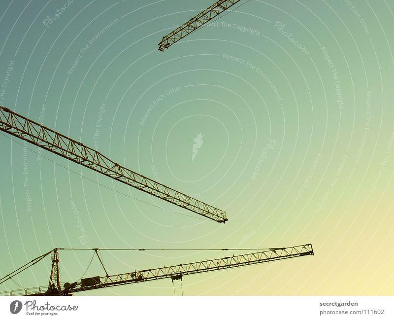 konstruktivismus strahlend Kran Arbeit & Erwerbstätigkeit Arbeiter Physik Herbst Stahl Maschine verladen Reparatur ruhen Nacht Dämmerung Abend Sonnenuntergang