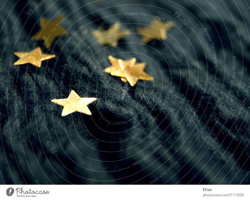 Goldene Sterne auf blauem Stoff. Weihnachten & Advent Europa Stern (Symbol) Wellen Winter Faser schimmern Symbole & Metaphern verschönern Starruhm glänzend