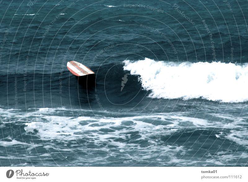 Open Water Surfbrett rot gestreift Wassersport tauchen nass Meer Europa Wellen Surfen Spanien Haifisch gefährlich ertrinken vermissen untergehen Unfall