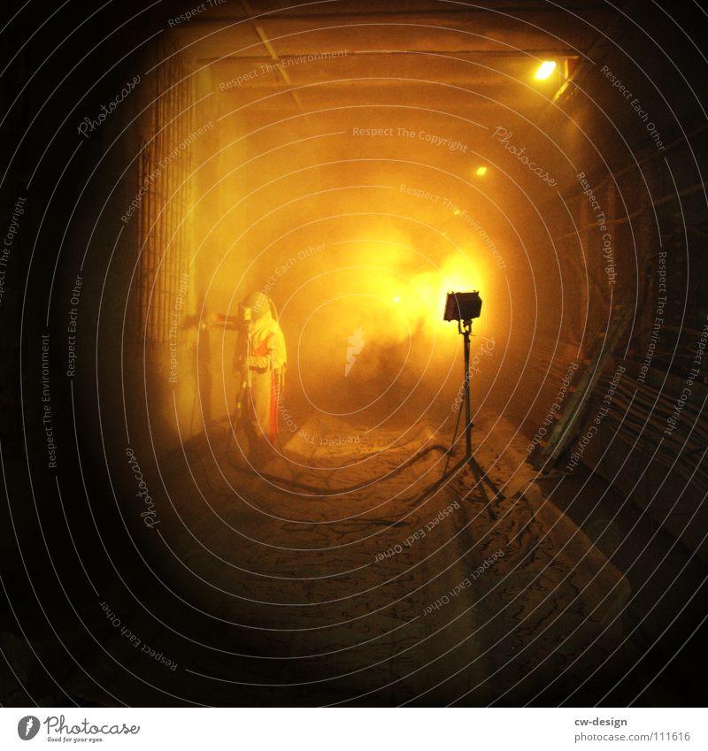 Dustfighter aka Dein Foto mit Titel Mann Ferien & Urlaub & Reisen dunkel Arbeit & Erwerbstätigkeit Nebel maskulin Baustelle verfallen Gleise Quadrat Tunnel