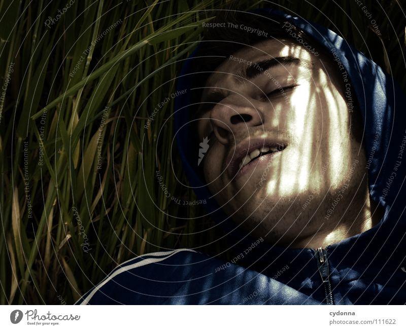 Dreamdancer Mann Kerl Neugier geheimnisvoll Wiese Licht retro dunkel Silhouette Porträt schön Denken Identität Erkenntnis Interpretation Sommer Feld Gras