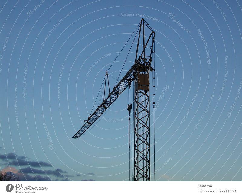kran Baustelle Himmel Wolken groß Kran Dinge Farbfoto Außenaufnahme Luftaufnahme Menschenleer Hintergrund neutral Abend Silhouette