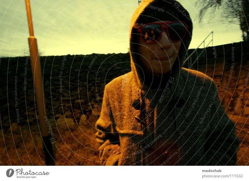 :::TO FREU SICH DIEBISCH Mann Sonnenbrille Jacke Winter Gelbstich Mensch Stil dumm Laterne Straßenbeleuchtung Deich Lifestyle nordisch Himmel Lippen kalt