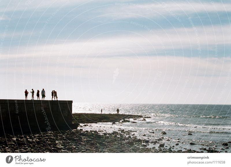 Am Meer Mensch Himmel weiß Sonne blau Sommer Strand ruhig Ferne Landschaft Küste Horizont Frieden Konzentration tief