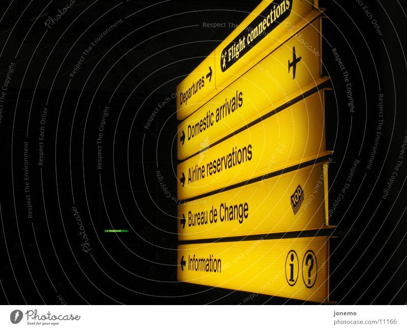 Am Flughafen Information Orientierung Luftverkehr Wegweiser Departures Wechselstube Wechselbüro