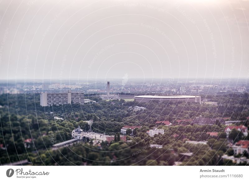 Olympiastadion Berlin Himmel Ferien & Urlaub & Reisen Stadt Sommer Sonne Ferne dunkel Umwelt Herbst Stimmung oben Horizont Park Nebel authentisch groß