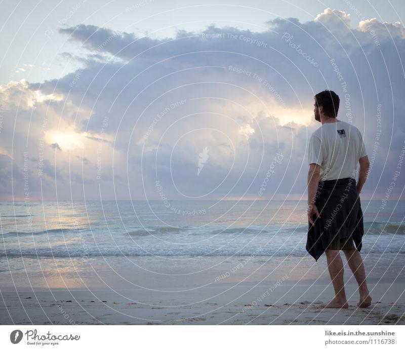 Ab ans Meer! Natur Ferien & Urlaub & Reisen Jugendliche Mann Sommer Erholung Einsamkeit Junger Mann ruhig Ferne Strand Erwachsene Leben Denken Freiheit