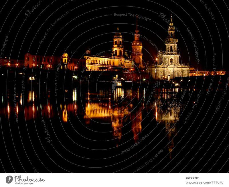 Dresden_Altstadt Wasser Wasserfahrzeug Brücke Fluss Elbe Oper Semperoper Dampfschiff Hofkirche
