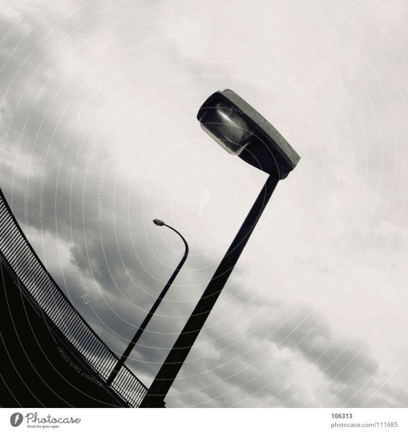 BIG CITY NIGHTS [ARTENVIELFALT] Himmel alt Stadt Winter Wolken Straße Traurigkeit Metall Lampe hell Linie Regen 2 Zusammensein warten modern