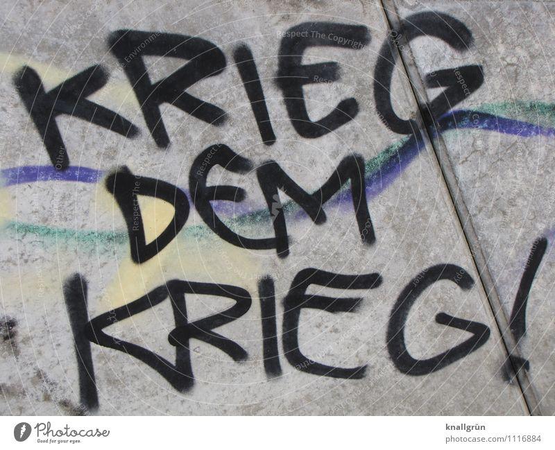 KRIEG DEM KRIEG! blau schwarz Wand Graffiti Gefühle Mauer grau Stimmung Fassade dreckig Schriftzeichen bedrohlich Kommunizieren Gewalt Konflikt & Streit Krieg