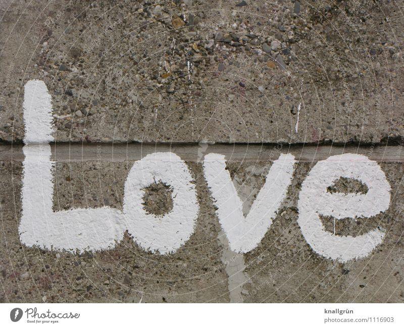 Love Mauer Wand Fassade Schriftzeichen Graffiti Kommunizieren Stadt grau weiß Gefühle Liebe Verliebtheit Farbfoto Außenaufnahme Menschenleer Textfreiraum oben