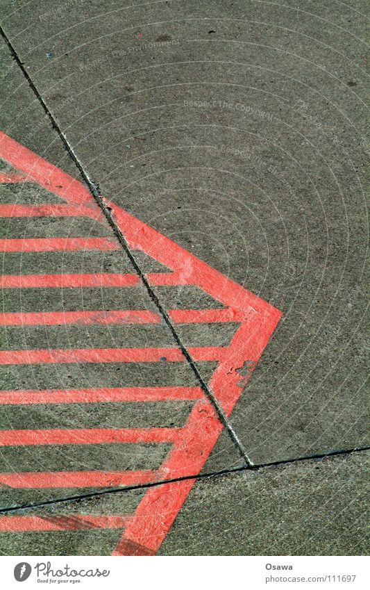 > Asphalt grau rot Mittellinie Linie Fuge Beton Verkehrswege Straße Schilder & Markierungen Schraffur