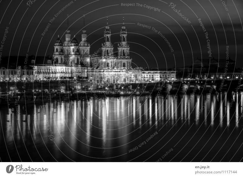 DDrreessddeenn Ferien & Urlaub & Reisen Tourismus Ausflug Sightseeing Städtereise Nachtleben Straßenbeleuchtung Beleuchtung Licht Architektur Fluss Elbe Dresden