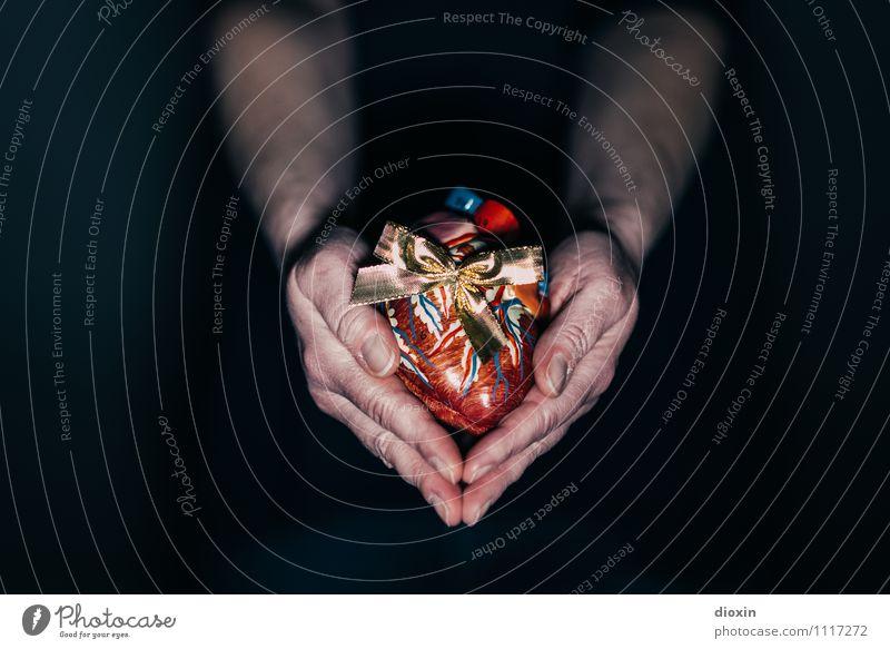 Last Christmas Arme Hand Herz festhalten Herz-/Kreislauf-System Nachbildung Medikament Muskulatur Herzinfarkt Organspender Anatomie Pumpe Geschenk Schleife