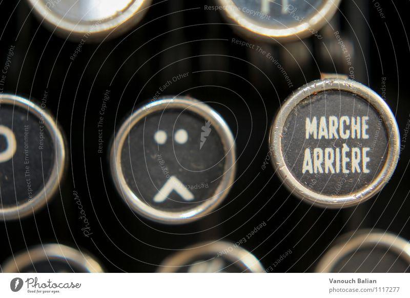 Smiley auf alter Schreibmaschine 1/3 Einsamkeit schwarz Gesicht Traurigkeit Gefühle Stimmung Schilder & Markierungen Schriftzeichen Zeichen Ziffern & Zahlen