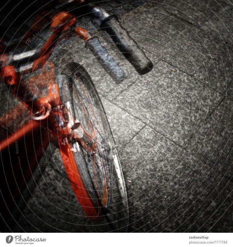 Syd's bike Spielen orange Fahrrad Verkehr Ausflug Kreis Bürgersteig Alkoholisiert Doppelbelichtung Griff Erscheinung Speichen Schutzblech Fahrgeschäfte
