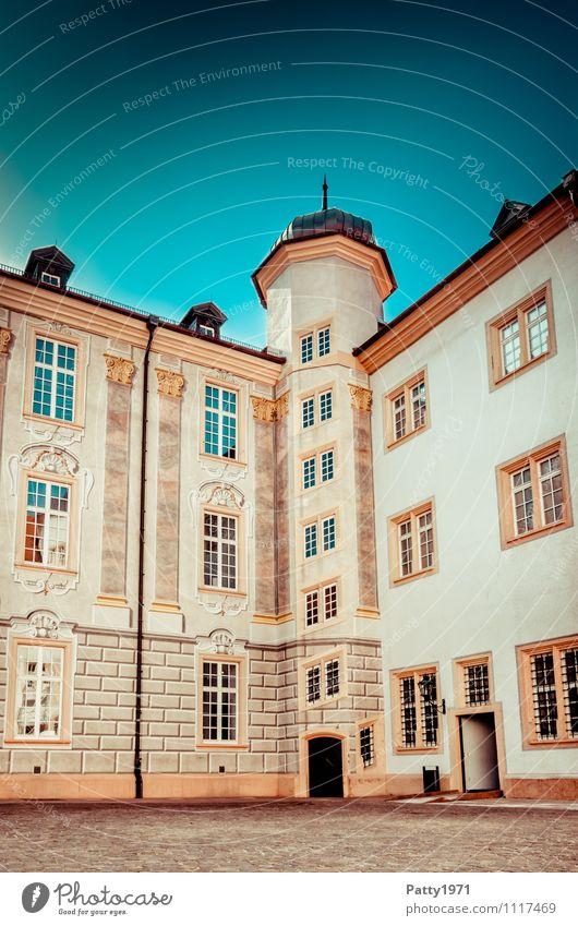 Barockschloss Ettlingen Tourismus Städtereise Illusionsmalerei Baden-Württemberg Deutschland Europa Kleinstadt Burg oder Schloss Innenhof Eckturm retro