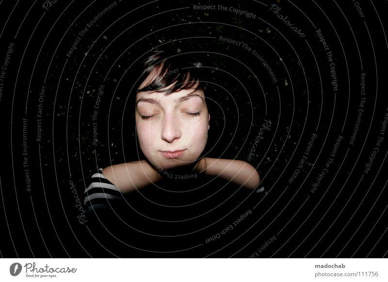 FÜR IMMER Frau Mensch Winter ruhig schwarz Gesicht Ferne Erholung feminin Tod dunkel Gras Zufriedenheit geschlossen liegen schlafen