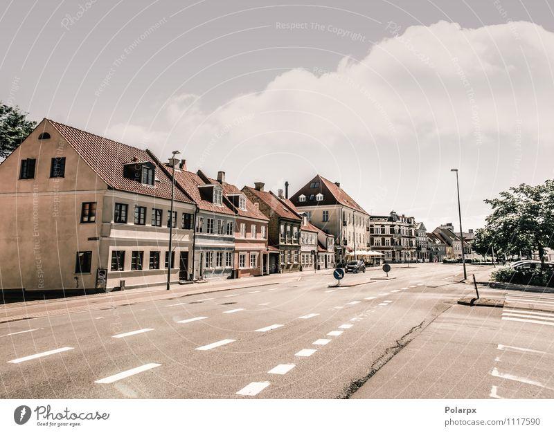 Stadtstraße Himmel Ferien & Urlaub & Reisen alt Sommer Landschaft Straße Architektur Stil Gebäude Wohnung Büro PKW Tourismus Verkehr Aussicht
