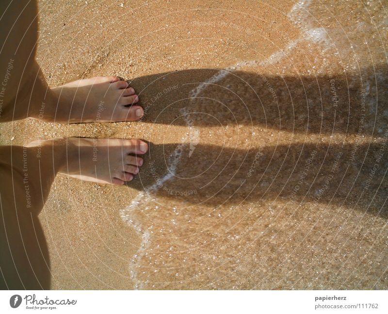 Füße am Strand Wasser Ferien & Urlaub & Reisen Freiheit Fuß Sand Wellen Küste Ägypten