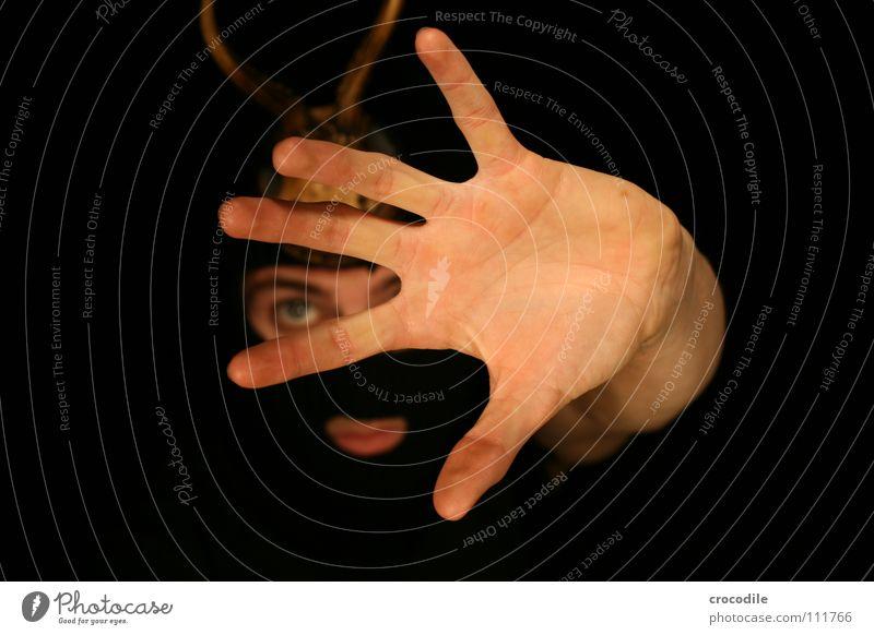 Wolpertinger lll Hand Auge dunkel Mund Angst Arme Finger gefährlich bedrohlich Schutz Jagd Horn Hirsche Panik grell frontal
