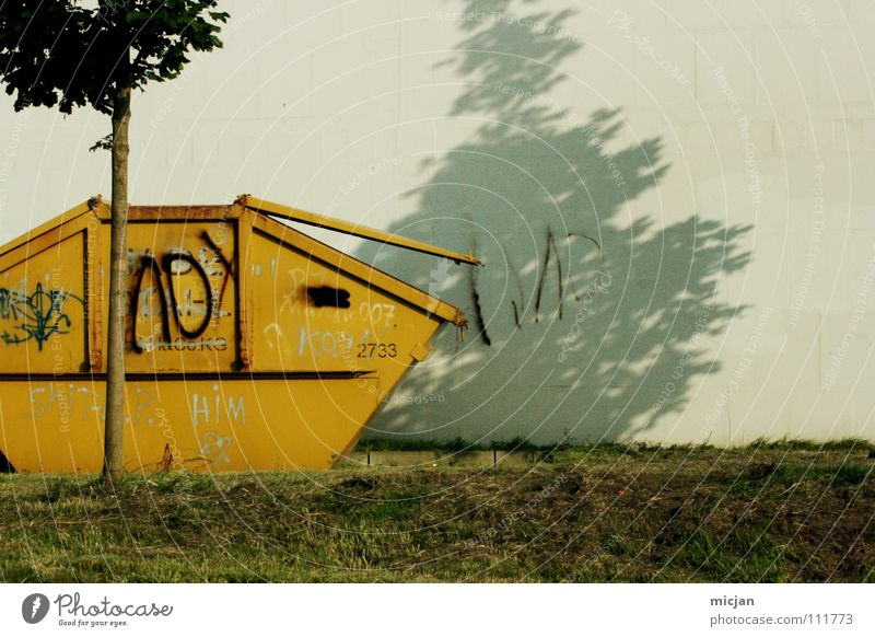 M wie Müll Natur Baum Sommer gelb Farbe Wiese Wand oben grau Umwelt Industrie Rasen offen Müll Vergänglichkeit Seite
