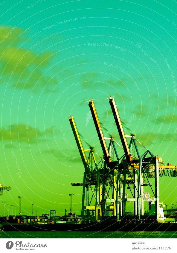 Unser kleiner Hafen [pt. 12 + finale] Hafenkran Portwein Wasserfahrzeug Wolken Himmel Deutschland Sonnenuntergang Werft Blohm + Voss grün dunkel Ferne