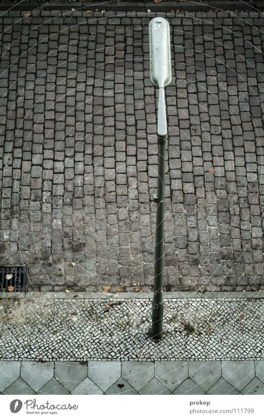 Bei prokops zu Hause Stadt Straße Traurigkeit Wege & Pfade Angst dreckig frei hoch leer Trauer trist Niveau Laterne Bürgersteig Verzweiflung Verkehrswege